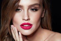 Composição da mulher da beleza Retrato da cara fêmea bonita imagens de stock