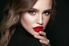 Composição da mulher da beleza Retrato da cara fêmea bonita imagens de stock royalty free