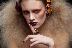 Composição da mulher da beleza de Dia das Bruxas Imagem de Stock Royalty Free