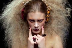 Composição da mulher da beleza de Dia das Bruxas Fotografia de Stock Royalty Free