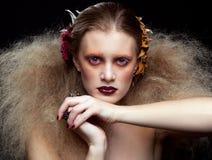 Composição da mulher da beleza de Dia das Bruxas Fotografia de Stock