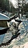 Composição da natureza da neve river imagens de stock royalty free
