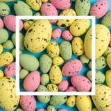 Composição da Páscoa feita com ovos coloridos Conceito mínimo de easter imagem de stock royalty free