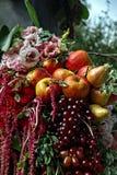Composição da paisagem das flores e dos frutos Fotografia de Stock Royalty Free