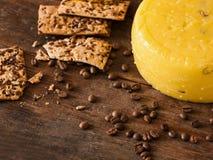 Composição de alimento do queijo gourmet Fotografia de Stock Royalty Free