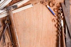 Composição de ferramentas grundgy da mão velha Fotografia de Stock Royalty Free