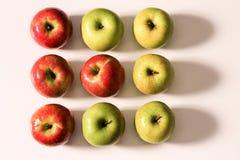Composição de maçãs vermelhas e verdes Foto de Stock Royalty Free