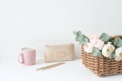 Composição denominada com ranunculos cor-de-rosa Fotos de Stock Royalty Free