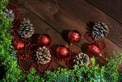 Composição do ano novo com brinquedos e cones fotografia de stock royalty free