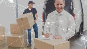 Composição do armazém de duas caixas de embalagem dos homens em uma camionete combinada com a animação de para conectar video estoque