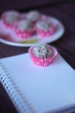 Composição do dia de Valentim com doces fotos de stock royalty free