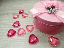 Composição do dia do ` s do Valentim das caixas de presente e dos corações Foto de Stock
