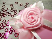 Composição do dia do ` s do Valentim das caixas de presente e dos corações Imagens de Stock