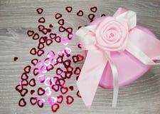 Composição do dia do ` s do Valentim das caixas de presente e dos corações Imagem de Stock