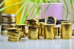 Composição do dinheiro das moedas de ouro Imagens de Stock