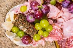 Composição do fruto e do salame - ainda vida - vista superior Fotografia de Stock Royalty Free