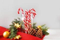 Composição do Natal com bastões de doces Fotografia de Stock
