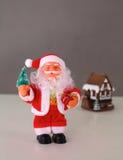 Composição do Natal com caixa de presente e decorações Imagem de Stock