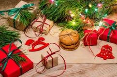 Composição do Natal com presentes, cookies e brinquedos Fotos de Stock Royalty Free