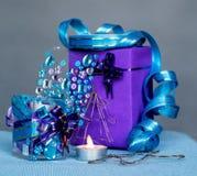 Composição do Natal com vela papel feito à mão do Natal e ofício da vela das etiquetas Fotos de Stock