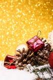 A composição do Natal da árvore de Natal brinca em um fundo do ouro Fotos de Stock Royalty Free