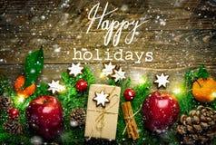 Composição do Natal Neve vermelha da canela das cookies das caixas de presente das quinquilharias dos cones do pinho dos troncos  ilustração do vetor