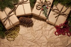 Composição do Natal, presentes em retro imagem de stock