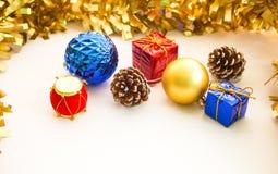 Composição do ornamento do Natal no fundo branco Imagem de Stock Royalty Free