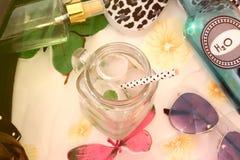 Composição do verão com objetos típicos do verão foto de stock royalty free