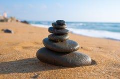 Composição do zen na praia no meio-dia Greece Imagem de Stock