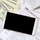 Composição dos artigos que encontram-se no formulário de imposto 1040 Notas de dólar, p Fotos de Stock