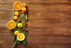 Composição dos citrinos, das especiarias e do coniferou Fotografia de Stock Royalty Free
