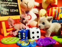 Composição dos jogos pequenos que fariam cada criança feliz Foto de Stock