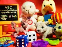 Composição dos jogos pequenos que fariam cada criança feliz Fotos de Stock