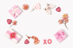 A composição dos presentes ao dia de Valentim Imagem de Stock