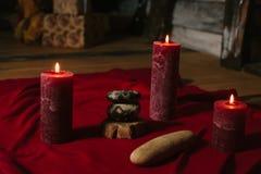 Composição dos termas com velas no fundo de madeira Fotos de Stock Royalty Free