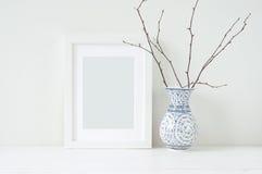 Composição elegante mínima com tangerinas e vaso Foto de Stock