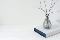 Composição elegante mínima com tangerinas e vaso Foto de Stock Royalty Free