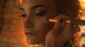 A composição faz a menina bonita nova facial de contorno video estoque