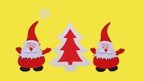 Composição feito a mão do Natal Desenho da árvore de Santa Claus e do ano novo feita de partes coladas de feltro e de madeira com fotos de stock