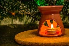 Composição festiva do Natal com velas da cera, caixas de presente e os grânulos de prata Decorações para a véspera de Ano Novo Em imagens de stock royalty free