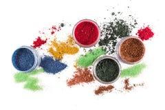 composição Jogo da composição escova Brilho colorido lipgloss, vermelho, sombras, em um fundo branco Fotos de Stock