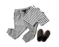 Composição lisa da configuração com roupa bonito e sapatas da criança foto de stock royalty free