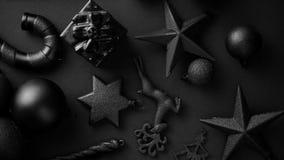 Composição minimalistic e simples do Natal na cor do preto da esteira vídeos de arquivo