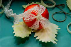 Composição vegetal, ainda vida dos tomates vermelhos, folhas da couve verde fresca Foto de Stock