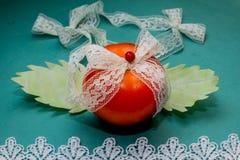 Composição vegetal, ainda vida dos tomates vermelhos, folhas da couve verde fresca Imagens de Stock Royalty Free