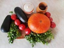 Composição vegetal na cozinha Abóbora e abobrinha Imagem de Stock