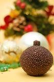 Composição vertical com vela e Natal Imagens de Stock