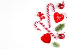 Composi??o do Natal, da decora??o do ano novo e do Natal em cores vermelhas, vista superior, configura??o lisa foto de stock royalty free