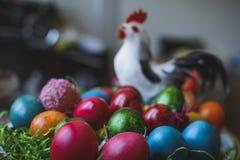 Composi pintado y adornado de los huevos de Pascua, colorido y abstracto Fotos de archivo libres de regalías
